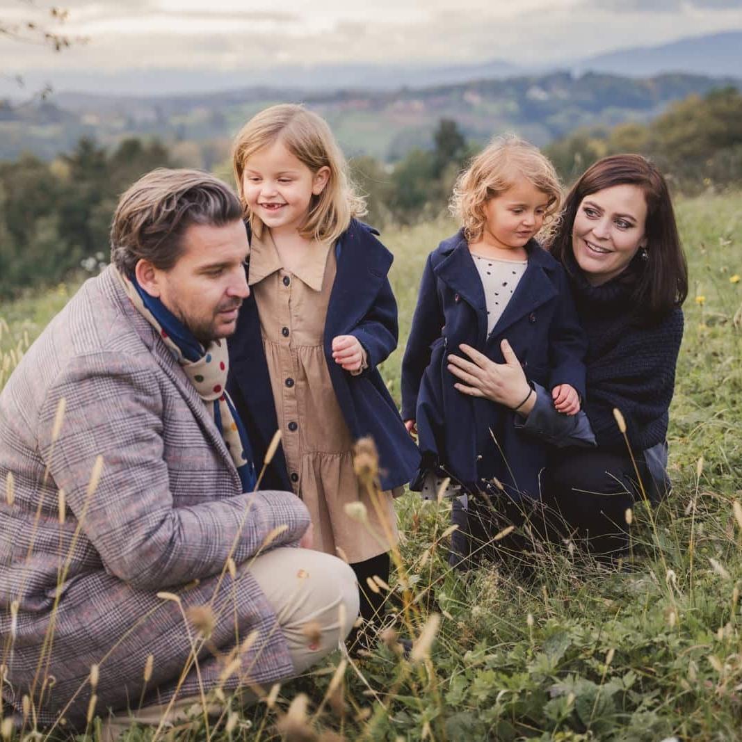 Vierköpfige Familie in blauer Kleidung - Oktober 2020 - Fotogarten St. Marein bei Graz